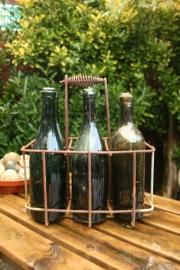 Gietijzeren flesrek 6-vaks met 6 oude flessen