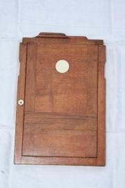 Oude houten fotolijst voor 2 foto's met no.3/no.4. (Wooden negative frame)