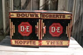 DE winkelkast van blik met rode lakzegel ca. 1910-1950