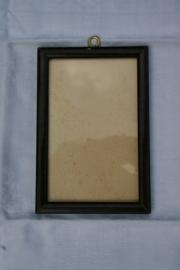 Donker bruin/zwart gemeleerd oud fotolijstje.