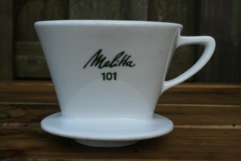 Melitta koffiefilterhouder wit porselein met groene letters nr. 101 met 3 gaatjes