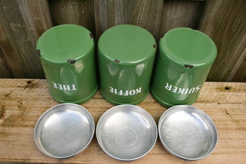 Wonderbaar Emaille koffie thee en suiker bussen, reseda met een biesje IJ-33