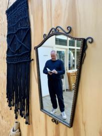 Gietijzeren spiegel