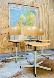 Atelierstoel (in hoogte verstelbaar)