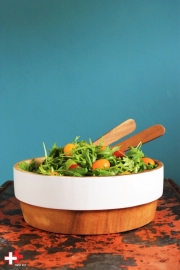 Saladeschaal met witte rand
