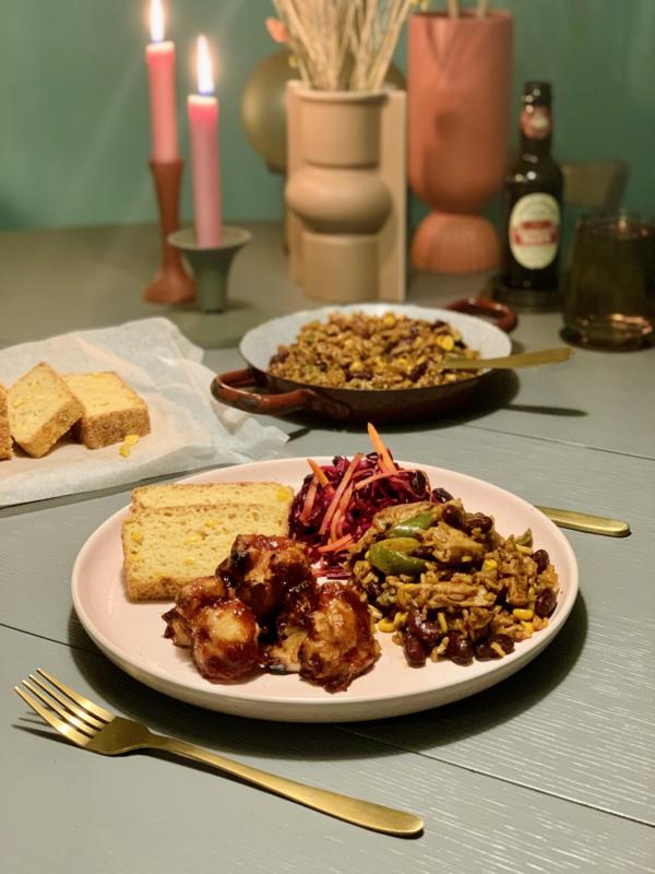Week 5  Jambalaya met cornbread & sticky wings - vegan