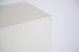 Wit geborsteld houtnerf zuil 30 x 30 cm