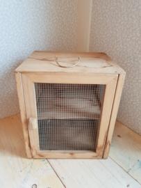Oud houten vliegenkastje kaaskastje nr3