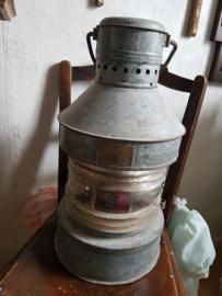 Oude grote stoere scheepslamp stormlantaarn
