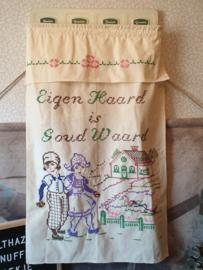 Oud nostalgisch handdoekenrek met overdoek