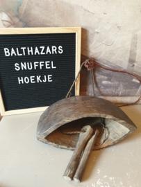 Oude houten handgemaakte bel koeienbel nr1