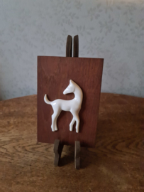 Vintage wandplaatje porseleinen paardje sgrafo modern