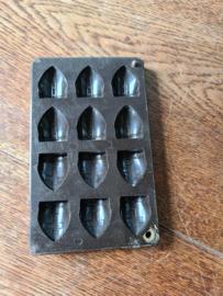 oude bakelieten chocolademal nr3 mijter