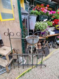 Oud antiek tuinhek