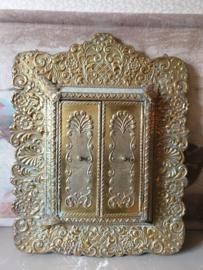 Antiek bewerkte koperen halspiegel spiegel met luikjes