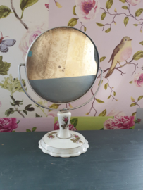 Brocante oud spiegeltje op porseleinen voet