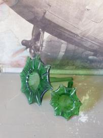 Groen glazen vaasjes