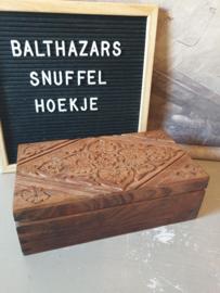 Oude bewerkte houten sigarenkist sigarendoos