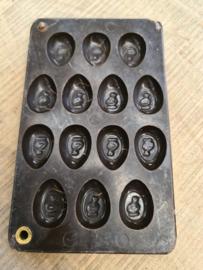 oude bakelieten chocolademal kuikens nr5