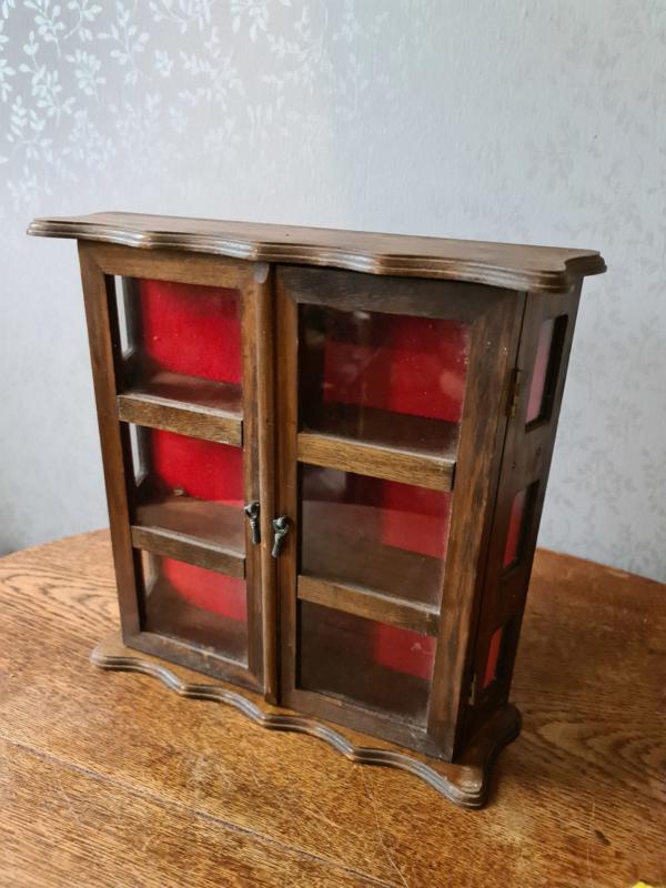 Oud brocante vitrinekastje