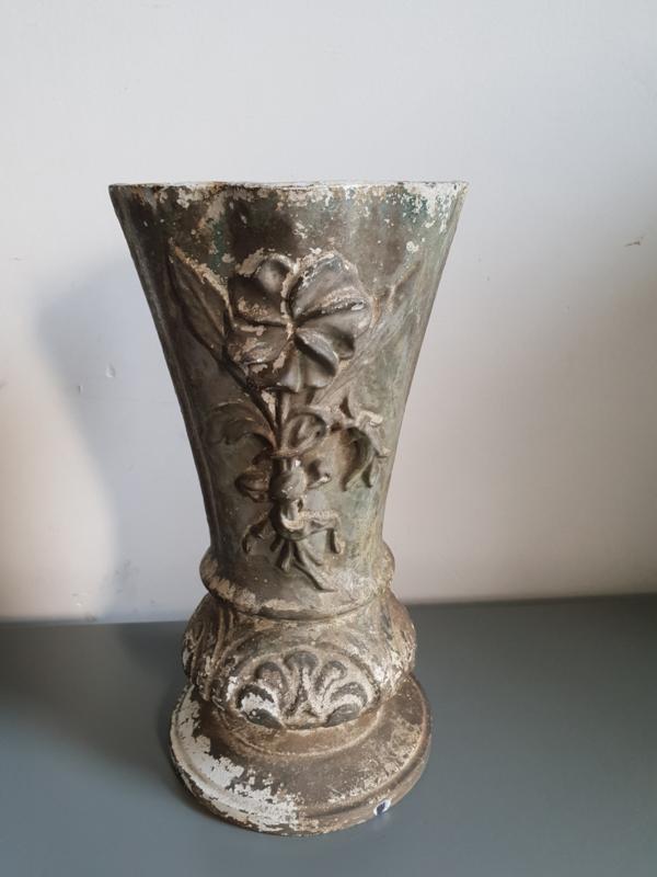 Antieke Gietijzeren Vazen.Antiek Gietijzeren Tuinvaas Vaas Verkocht Balthazars