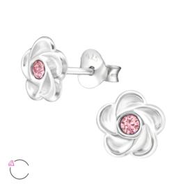 Zilveren kinderoorbellen:  Klein bloemetje met roze kristalletje Swarovski®