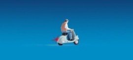 Noch 17511 : Scooter met verlichting & 1 figuur