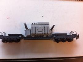Trix Express 3497. Dieplader beladen met trafo van de DB.