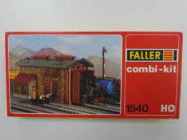 Faller 1540. Enkelsporige remise in baksteen met werkplaats opslag