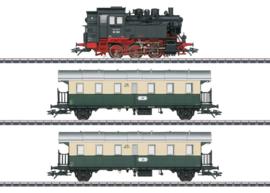 Marklin 26618. Br 80 met 2 personenwagens in VSM uitvoering (Exclusief voor Nederland)
