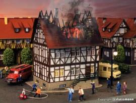 VOLLMER  43728 : Brandend huis