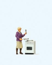 Preiser 28133 # Vrouw aan het fornuis