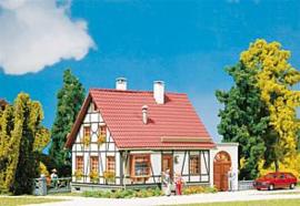 Faller 232215 : Vakwerkhuis met garage