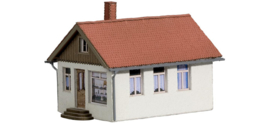 Noch 66406 # Klein huis met werkplaats