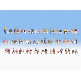 Noch 37071#Extra voordelide set zittende figuren (zonder bank)