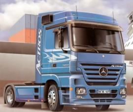 Italeri 3824 # Mercedes Benz Actros 1854 LS (V8)