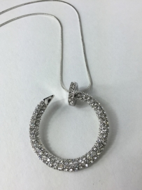 Lange ketting  ; zilverkleurig