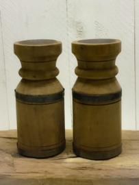 Oud houten kruikkandelaar