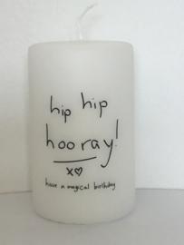 Witte stompkaars 'Hip hip'