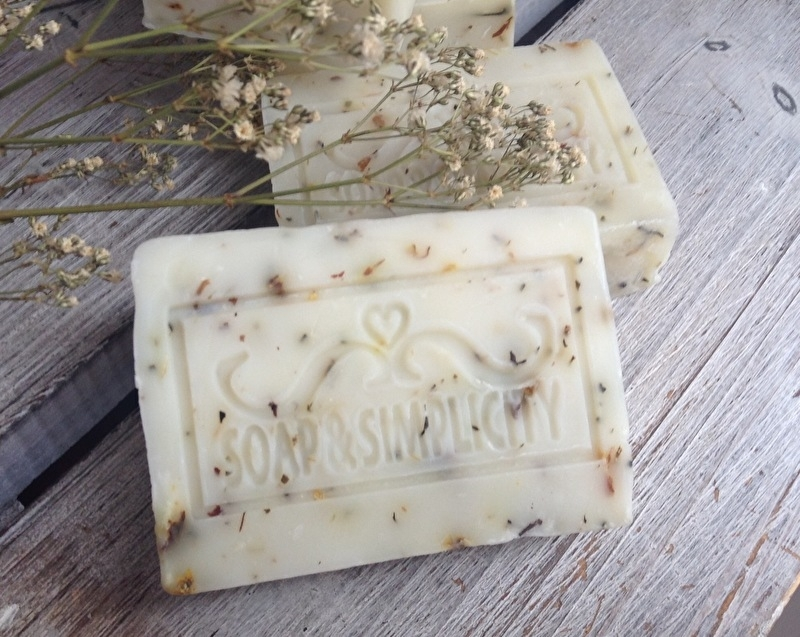 Salie zeep met gedroogde alpen bloemen