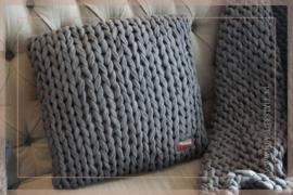 Kussen knitted 45 x 45 cm | donkergrijs