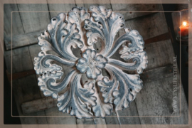 Ornament  op voet Flower grey | M