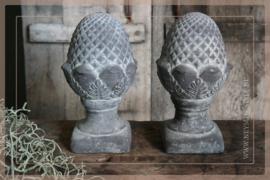 Dennenappel statue | grey