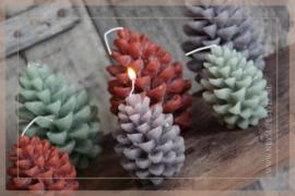 Kaars pine cone | cognac M