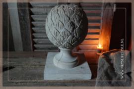 Ornament  op hout   whitewash