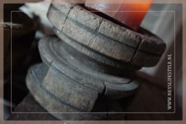 Oude houten kandelaar/poer