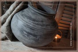 Stenen pot met ring