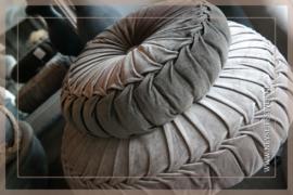 Velvet kussen donker bruin | 35-40 cm