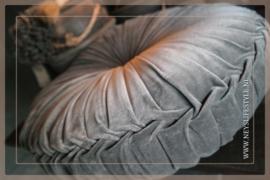 Velvet kussen grijs | 55-60 cm