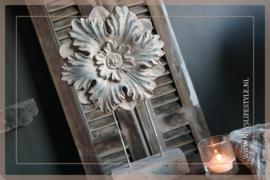 Ornament  op voet Flower | S